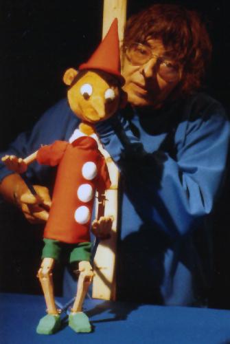 """Arminio Rothstein mit unserem """"Pinoccio"""". Foto: Theater Arlequin Wien, Christine Rothstein"""