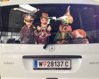 Unser neuer Tourneebus mit den Puppenstars Insp.Viktor Pomeisl, Kasperl, Tintifax und Barry