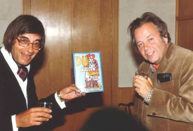 """Arminio mit Dr.Leiter,Verlag Jugend&Volk, und seinem Longseller """"Du wollen Clown spielen"""", 1977, Neuauflage 1994 Verlag Ennsthaler."""