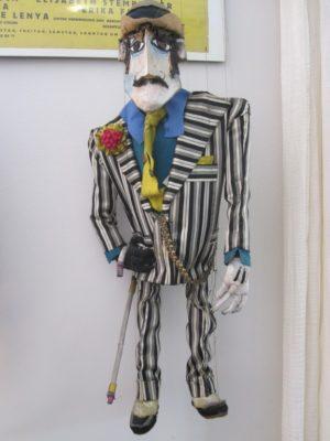 Marionette Macky Messer aus der Dreigroschenoper Theaterproduktion