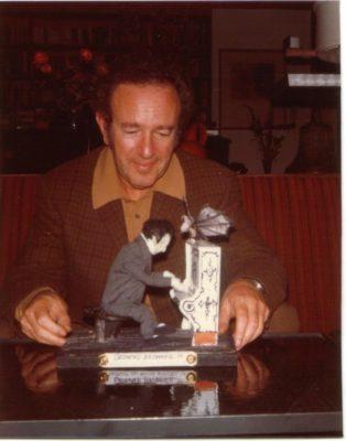 Gerhard Bronner mit seinem Puppenebenbild