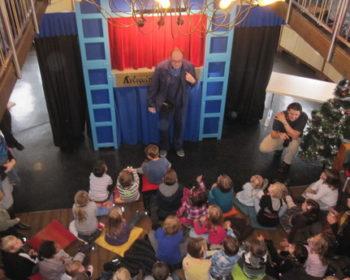 Hausmeister auf der Admiral Tegetthoff agiert vor der Bühne Markus Mitterhuber, der Simpl-Kabarettist !