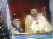 Luciano Pavarotti mit Schneemann-Puppe, sie trägt sein Autogramm!
