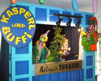 Der Nikolo kommt zu Kasperl auf die MS Thegetthoff. Foto: Theater Arlequin Wien
