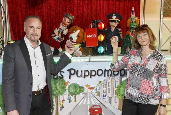 40 Jahre Puppomobil + ARBÖ (ARBÖ-Generalsekretär: KommR Mag. Gerald Kumnig und Frau Christine Rothstein mit Puppen); © ARBÖ/FOTObyHOFER/Christian Hofer, 18.4.2018
