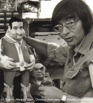 Arminio mit Fred Sinowatz-Puppe
