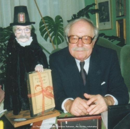 Dr.Walter Schuppich mit seinem Puppenebenbild