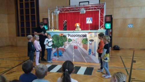 Puppomobil zu Besuch in der 2b Volksschule Thaur