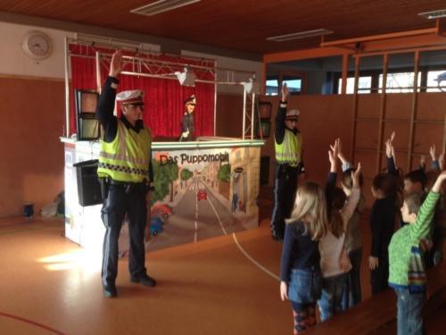 Besuch beim Puppomobil: ECHTE Polizisten