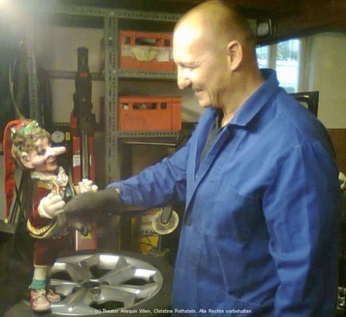 Onkel Hans und Kasperl in der Werkstatt